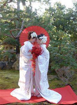 春光院での同性結婚式(ホテルグランヴィア京都提供)